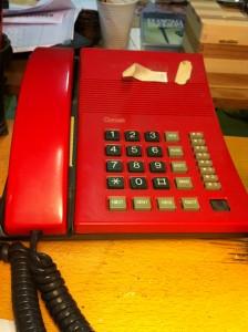 """Jeg elsker min fastnettelefon. lad være med at opsige dit abonnement. Det er ikke klogt. Hav altid en """"landline"""" i huset!"""