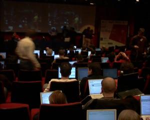 Ved les Blogs 2.0 i december 2005 var alle fuldkommen høje af at tale om blogs. Salen var fyldt med mennesker, som livebloggede, det hele kogte op i at vi bare KUNNE liveblooge, så alle sad med næsen nede i deres bærbare ( kæmpestore skærme læg marke til det). jeg var stort set den eneste, som ikke havde en bærbar med og skrev på blok af papir!