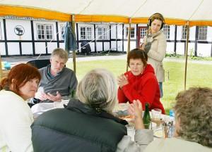 Vi tiltrak os ligfrem medieopmærksomhed, her er det Klubværelset - et P1 program, der kom på besøg til et møde på Fejø.